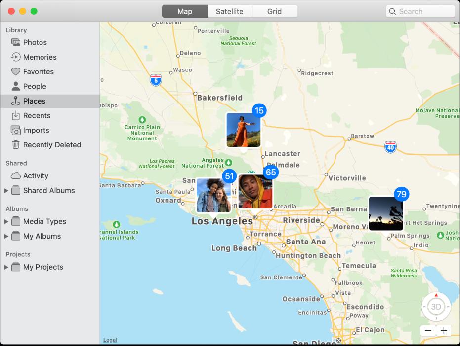 Окно программы «Фото» с картой, на которой показаны миниатюры фотографий, сгруппированные по месту съемки.