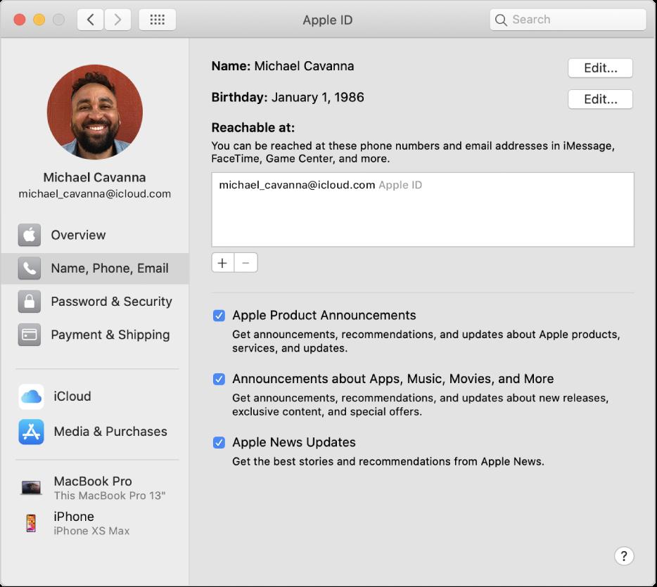 """Systemeinstellung """"Apple-ID"""" mit einer Seitenleiste der verschiedenen Typen von Accountoptionen, die du verwenden kannst, und Einstellungen für Name, Telefon, E-Mail eines vorhandenen Accounts"""