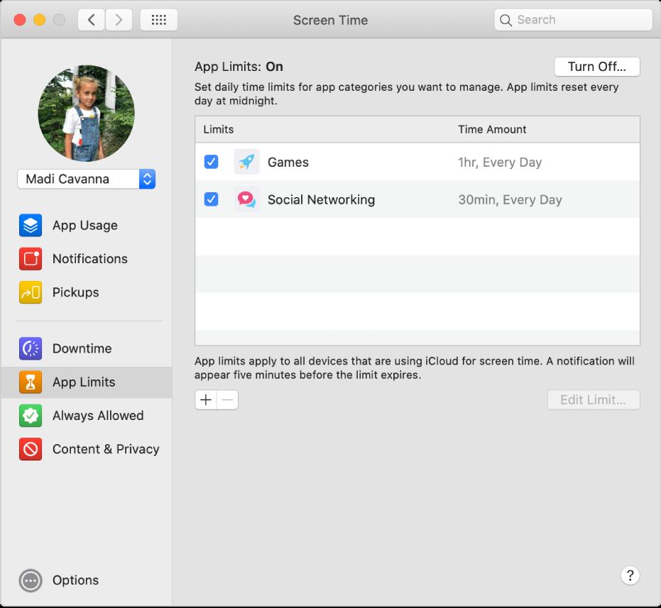 Het paneel 'Applimieten' in Schermtijd met 'Applimieten' ingeschakeld. Er zijn tijdslimieten ingesteld voor twee appcategorieën.