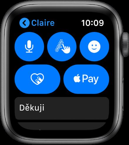 Obrazovka aplikace Zprávy stlačítkem ApplePay vpravo dole.