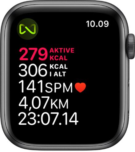 Skærmen Træning, der viser en træning på løbebånd. Et symbol i øverste venstre hjørne viser, at AppleWatch er trådløst forbundet med løbebåndet.