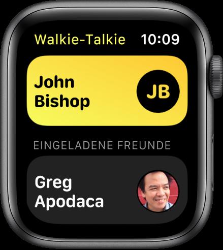 """Die App """"Walkie-Talkie"""" mit einem Kontakt oben und einer eingeladenen Person unten."""