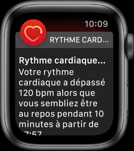 L'écran Rythme cardiaque élevé qui affiche une notification indiquant que votre rythme cardiaque a dépassé 120bpm alors que vous étiez inactif pendant 10minutes.