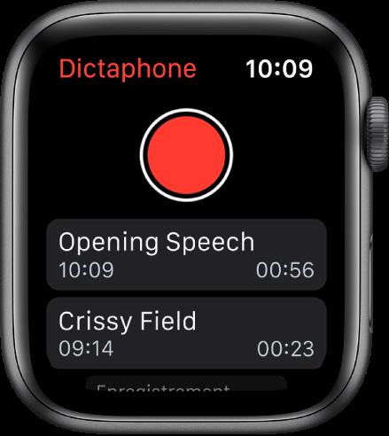 L'AppleWatch affichant l'écran Dictaphone. Un bouton Enregistrer rouge apparaît en haut de l'écran. Deux mémos enregistrés figurent en dessous. Ils affichent l'heure d'enregistrement ainsi que leur durée.