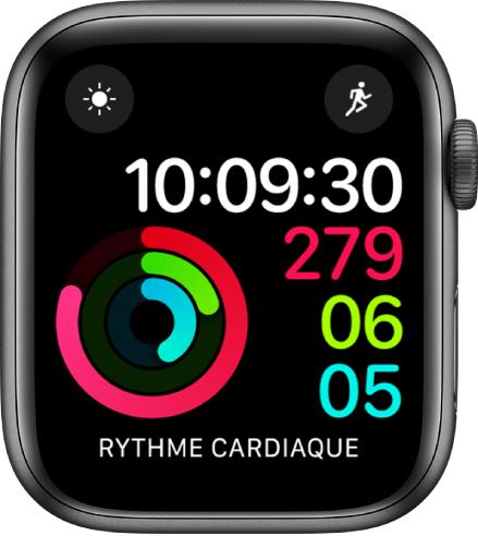 Cadran Activité numérique montrant l'heure ainsi que la progression vers les objectifs «Me lever», «Bouger» et «M'entraîner». Il y a aussi trois complications: Conditions météo en haut à gauche, Exercice en haut à droite et Rythme cardiaque en bas.