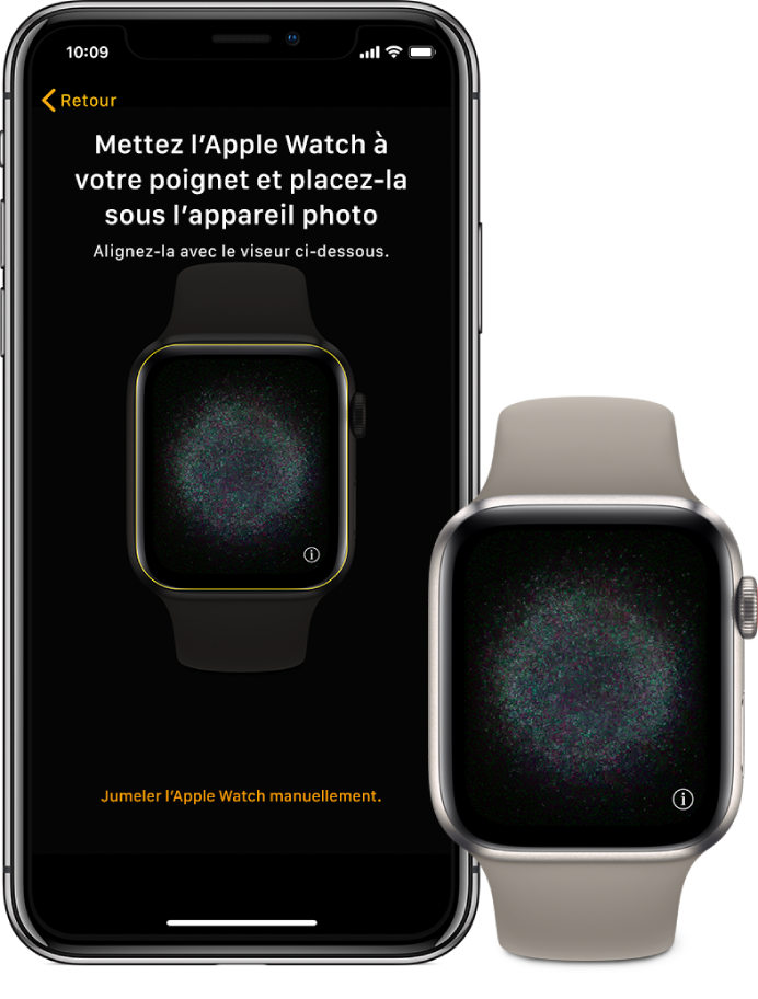 Un iPhone et une Apple Watch, côte à côte. L'écran de l'iPhone affiche les instructions de jumelage et l'Apple Watch est visible dans le viseur ; l'écran de l'Apple Watch illustre le jumelage.