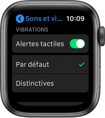 Réglages Sons et vibrations sur l'AppleWatch, avec le curseur des vibrations et les options Par défaut et Distinctives en dessous.