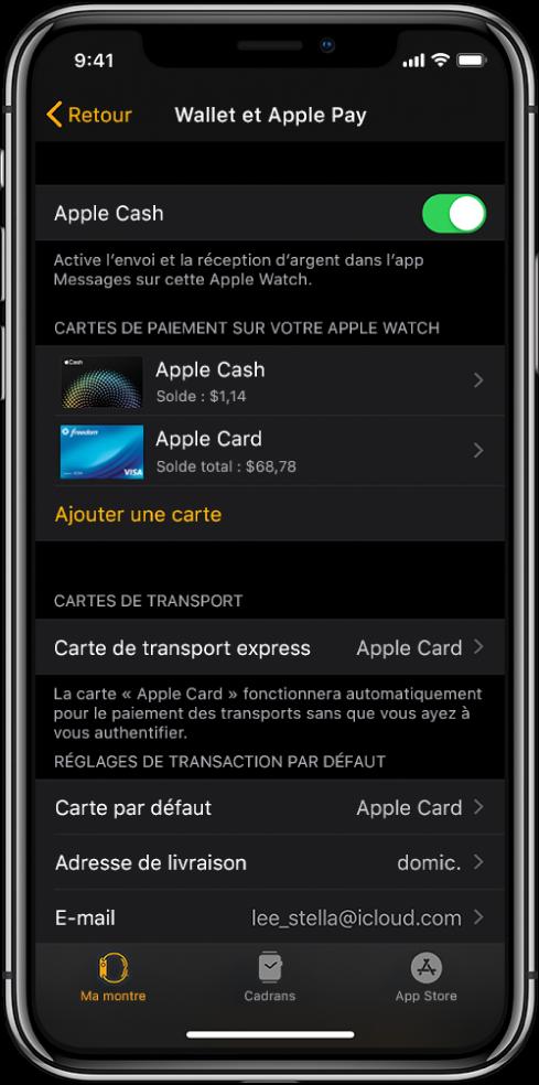 L'écran Wallet et ApplePay dans l'app AppleWatch sur l'iPhone. Il présente les cartes ajoutées à l'AppleWatch, la carte que vous avez choisie d'utiliser pour le transport express et les réglages par défaut de la transaction.