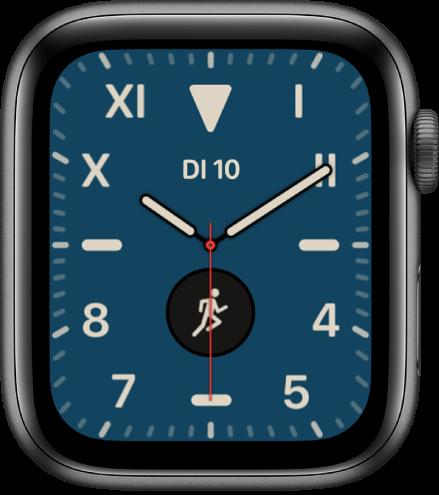 De wijzerplaat Californië met een combinatie van Romeinse en Arabische cijfers. Er worden twee complicaties weergegeven: Datum en Work-out.