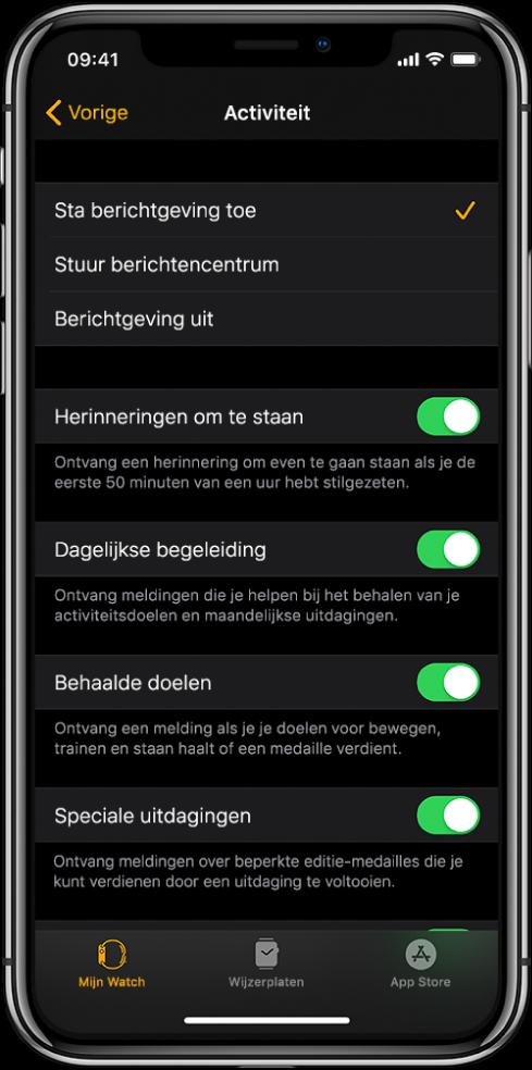 Het Activiteit-scherm in de AppleWatch-app, waar je kunt instellen welke meldingen je wilt ontvangen.