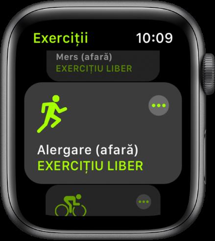Ecranul Exerciții cu exercițiul Alergare (afară) evidențiat.