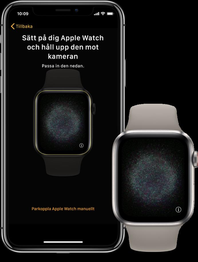 En iPhone och en klocka bredvid varandra. På skärmen på iPhone visas anvisningarna för parkoppling med AppleWatch synlig i kamerasökaren och på AppleWatch visas parkopplingsbilden.