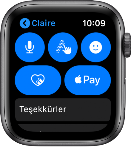 Sağ altta Apple Pay düğmesini gösteren bir Mesajlar ekranı.