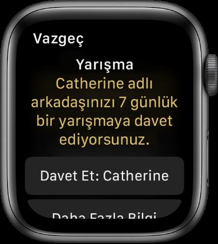 """Yarış ekranında """"Yarışma: Catherine adlı arkadaşınızı 7 günlük bir yarışmaya davet ediyorsunuz."""" yazıyor. Altında iki düğme görünüyor. İlkinde """"Davet Et: Catherine"""" ve ikincisinde """"Daha Fazla Bilgi"""" yazıyor."""