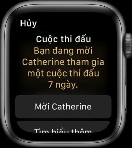 """Màn hình Thi đấu có các từ """"Cuộc thi đấu: Bạn đang mời Catherine tham gia một cuộc thi đấu 7 ngày"""". Hai nút xuất hiện ở bên dưới. Nút đầu tiên có nội dung """"Mời Catherine"""" và nút thứ hai có nội dung """"Tìm hiểu thêm""""."""