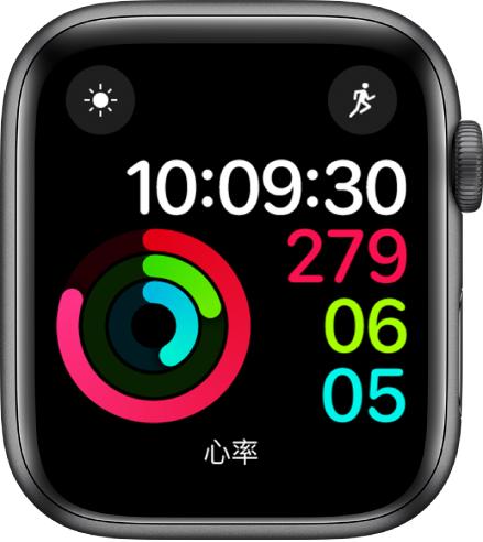 """""""健身记录数字""""表盘显示时间和""""活动""""、""""锻炼""""与""""站立""""目标进度。还有三个复杂功能:天气状况(左上方)、体能训练(右上方)和心率(底部)。"""