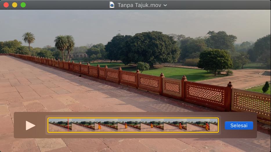 Tetingkap QuickTime Player dengan editor klip ditunjukkan di bahagian bawah.