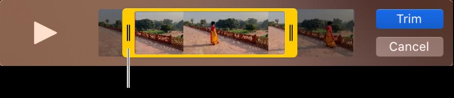 Ett klipp i QuickTime Player-fönstret som visar en del av klippet omgivet av gula handtag, medan resten av klippet finns utanför de gula handtagen. Knappen Putsa och knappen Avbryt finns till höger.