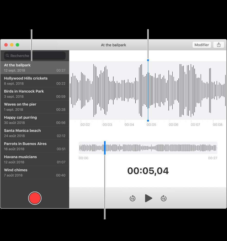 L'app Dictaphone affiche la barre latérale à gauche. L'enregistrement s'affiche à droite de la barre latérale, en tant que détail de forme d'onde avec une tête de lecture bleue en son centre. En dessous se trouve l'aperçu de la forme d'onde. Cliquez sur la tête de lecture dans l'aperçu pour sélectionner la position de départ.