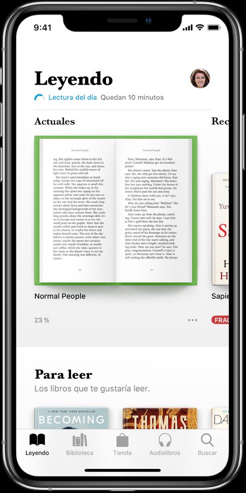 Pantalla Leyendo seleccionada en la app Libros. En la parte inferior de la pantalla, de izquierda a derecha, se muestran las pestañas Leyendo, Biblioteca, Tienda, Audiolibros y Buscar.