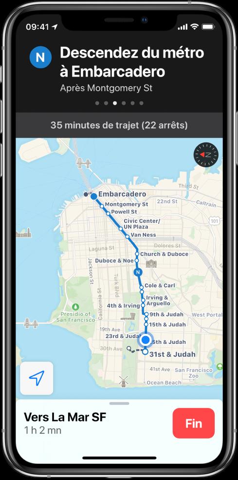 Plan d'un itinéraire en transports en commun à San Francisco. Une fiche d'itinéraire en haut de l'écran montre l'instruction «Quitter le train à Embarcadero».