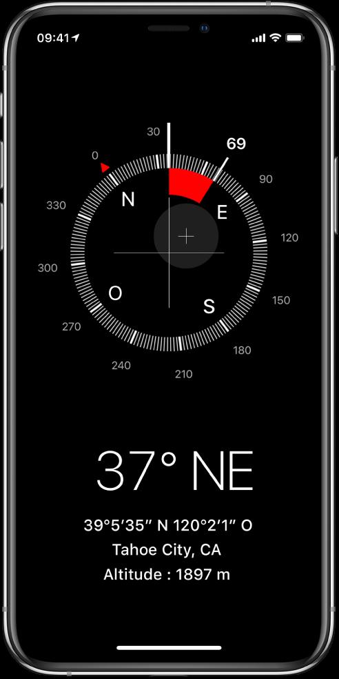 L'écran Boussole affichant la direction vers laquelle l'iPhone est orienté, votre position actuelle et votre altitude.