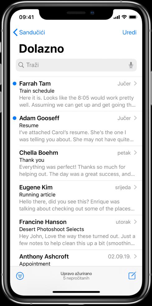 Pregled e-mail poruke u dolaznom sandučiću s imenom pošiljatelja, vremenom slanja poruke, predmetom i prva dva retka poruke.