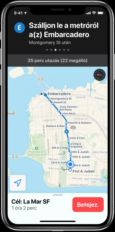 A térképen San Francisco egy tömegközlekedési útvonala látható. A képernyő tetején lévő útvonalkártya azt mutatja, hogy az Embarcadero nevű megállónál kell leszállni a vonatról.