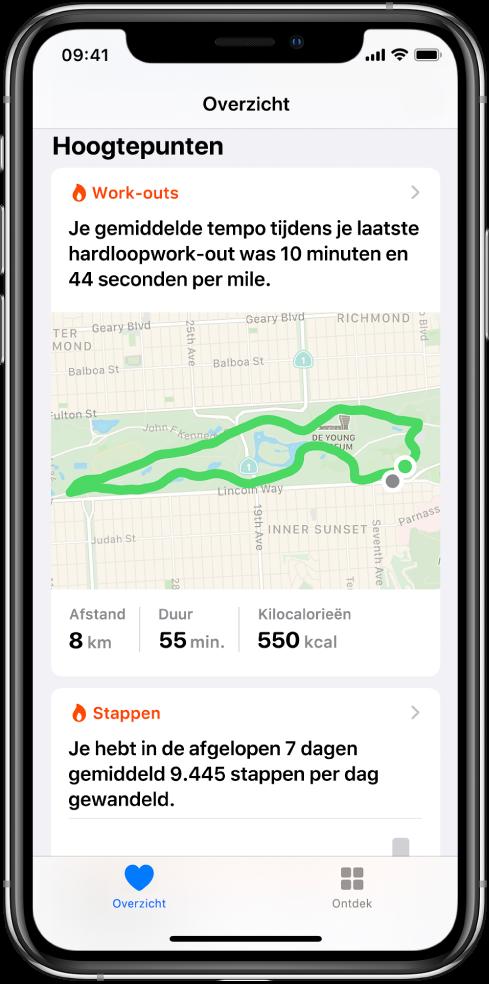 Een overzichtsscherm in Gezondheid met hoogtepunten, waaronder tijd, afstand en route van de laatste hardloopwork-out en het gemiddelde aantal stappen per dag over de afgelopen zeven dagen.