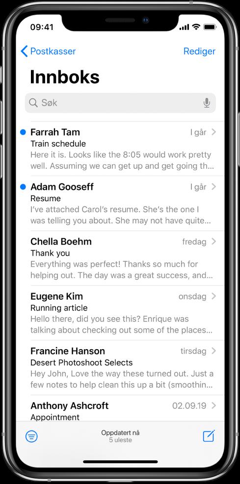 En forhåndsvisning av en e-post i Innboks viser avsenderens navn, avsendertidspunktet, emnefeltet og de to første linjene av e-posten.