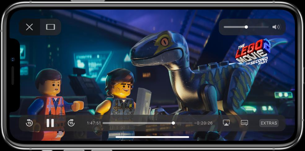 Një film duke u luajtur me kontrollet e luajtjes që shfaqen. Butonat Done dhe Scale to Fill ndodhen në lart majtas. Niveluesi i volumit ndodhet ndodhet lart djathtas. Poshtë majtas janë butonat për kalim 15 sekonda mbrapa, pushim dhe kalim 15 sekonda përpara. Poshtë në mes është një nivelues që mund ta tërhiqni për të rregulluar pozicionin e videos - koha e kaluar dhe koha e mbetur shfaqen në të dy anët e niveluesit. Poshtë djathtas janë butonat për ndryshimin e destinacionit të videos, shfaqjen e titrave dhe luajtjen e përmbajtjeve shtesë.