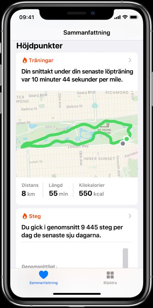 En sammanfattningsskärm i Hälsa som visar höjdpunkter inklusive tid, avstånd och rutt för den senaste löpträningen och genomsnittligt antal steg per dag under de senaste 7 dagarna.