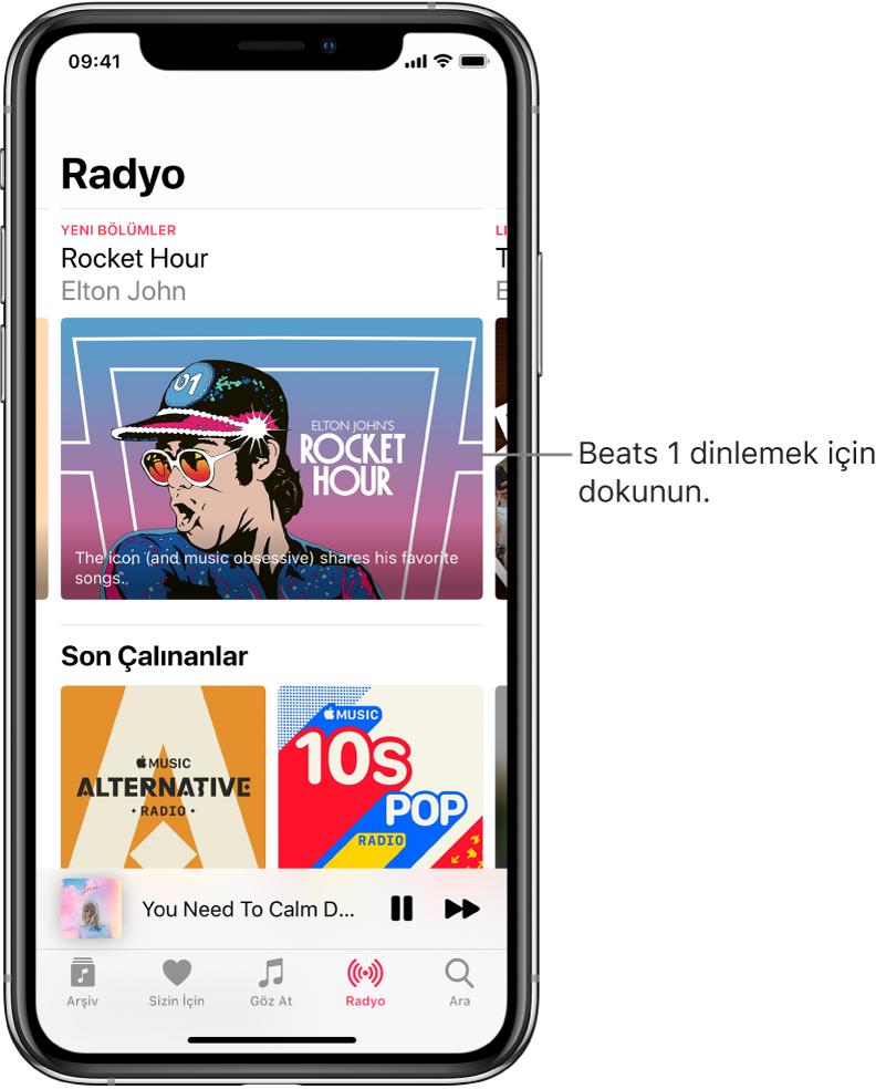 En üstte Beats1 Radio'yu gösteren Radyo ekranı. Yakında Eklenen girişler altta görünür.