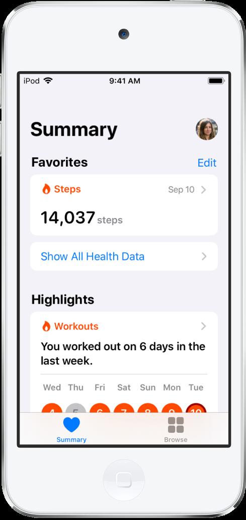 「摘要」畫面在「喜好項目」下方顯示 9 月 10 日行走的步數,在「重點」下方顯示前一週的體能訓練量。