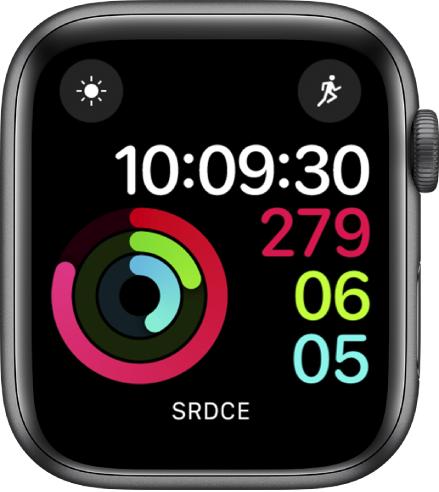Ciferník Digitální aktivita ukazující čas spolu spokrokem vplnění cílů pro pohyb, cvičení astání. Obsahuje také tři komplikace: Povětrnostní podmínky vlevo nahoře, Cvičení vpravo nahoře aSrdeční tep dole.