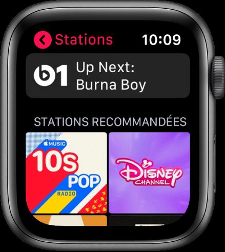 L'écran Radio affichant la radio Beats1 en haut et deux stations recommandées en dessous.