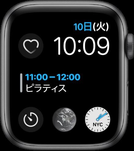 「インフォグラフモジュラー」の文字盤。右上に曜日、日付、時刻、中央にカレンダー、下部に3つのサブダイヤルが表示されています。