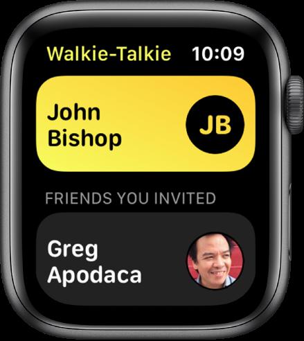 """Programos """"Walkie-Talkie"""" ekranas, kurio viršuje rodomos adresatas, o apačioje – pakviestas draugas."""
