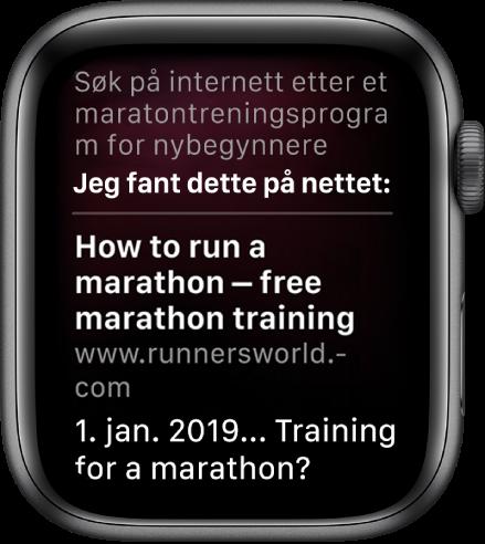Siri som svarer på spørsmålet «Hva er en god maratontreningsplan for nybegynnere» med et svar fra internett.