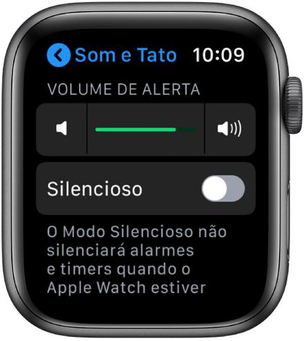 """Ajustes de """"Sons e Tato"""" no AppleWatch, com o controle deslizante de Volume de Alerta na parte superior e o botão modo silencioso abaixo."""