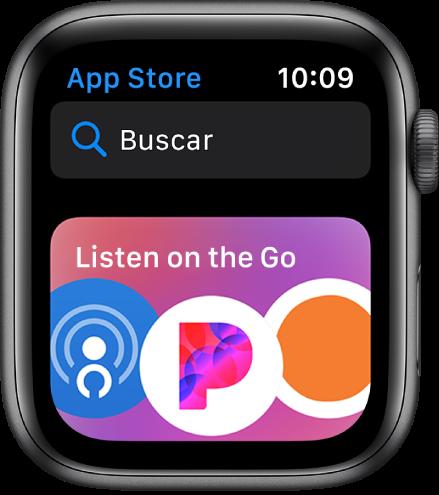 O Apple Watch mostrando o app da App Store. Um campo de busca aparece junto à parte superior da tela com uma coleção de apps abaixo.