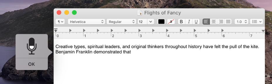 La ventana de retroalimentación junto con el texto dictado en un documento de TextEdit.