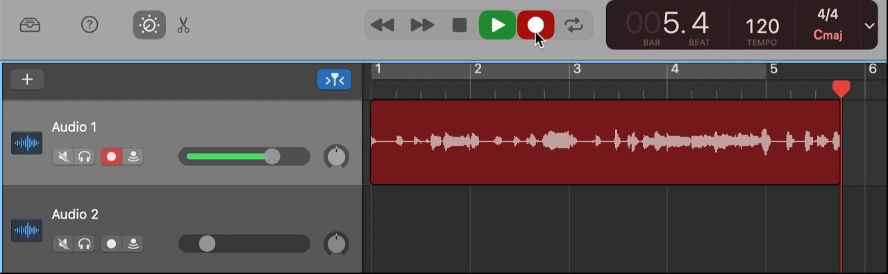 Se muestra un pasaje de audio grabado en color rojo en el área Pistas.