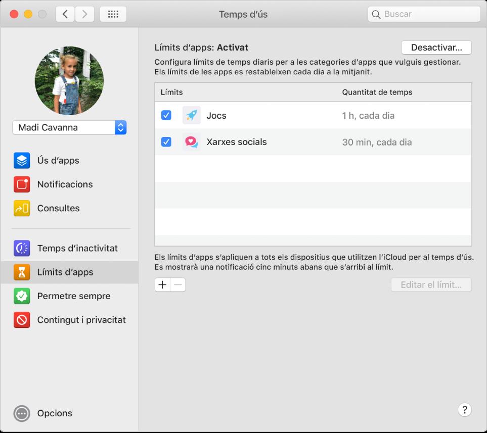 """El tauler """"Límits d'apps"""" a """"Temps d'ús"""" amb l'opció """"Límits d'apps"""" activada. Els límits de temps es configuren per a dues categories d'app."""