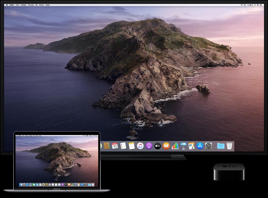 En Mac, et HDTV og Apple TV indstillet til AirPlay-skærmdublering.