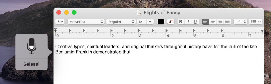 Jendela umpan balik berada di sepanjang teks yang didiktekan di dokumen TextEdit.