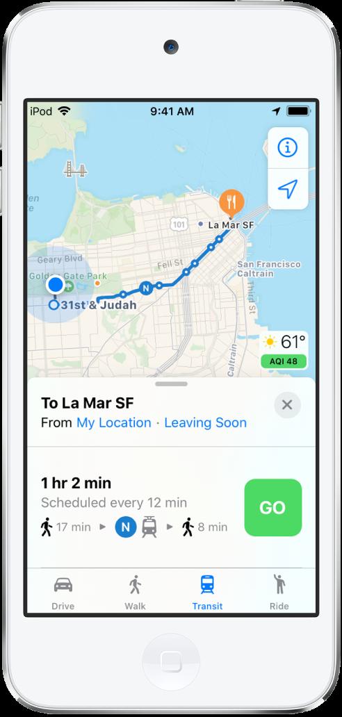 Mapa con una ruta en transporte público que cruza San Francisco. La tarjeta de ruta en la parte inferior de la pantalla incluye un botón Ir.