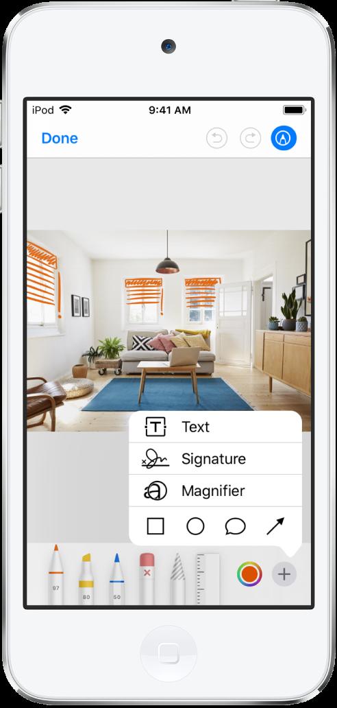 Een foto is met oranje lijnen gemarkeerd om jaloezieën op ramen aan te geven. Het tekengereedschap en de kleurenkiezer verschijnen onder in het scherm. Rechtsonderin is een menu te zien met opties om tekst, een handtekening, een vergrootglas en vormen toe te voegen.