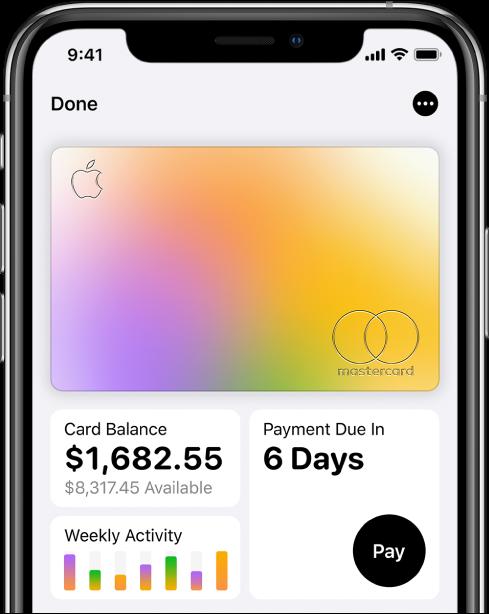Apple Card в Wallet (Портфейл) с показан бутон More (Повече инфомация) горе вдясно, общият баланс и седмичната активност долу вляво и бутонът Pay (плащане) долу вдясно.