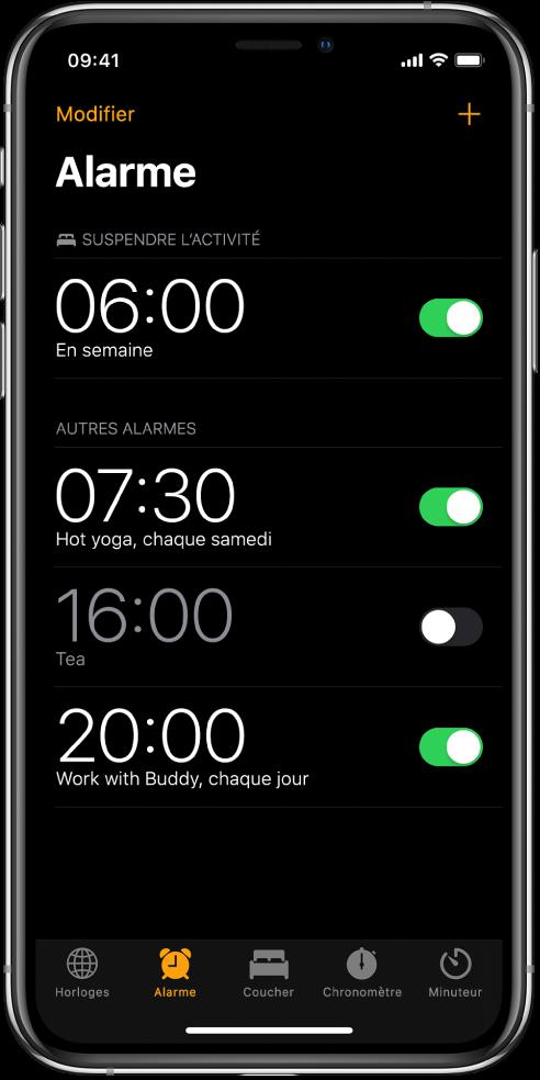 L'onglet Alarme affichant quatre alarmes réglées à différentes heures.